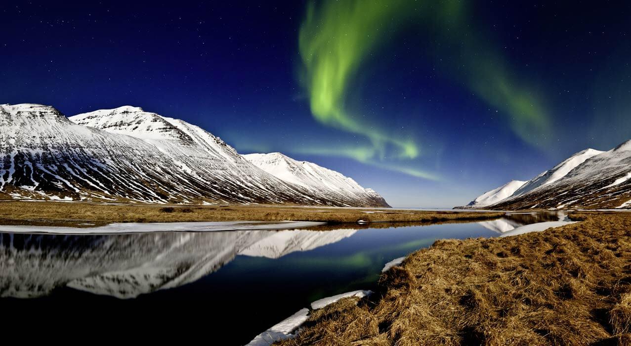 Nordlichter über dem Heðinsfjörður